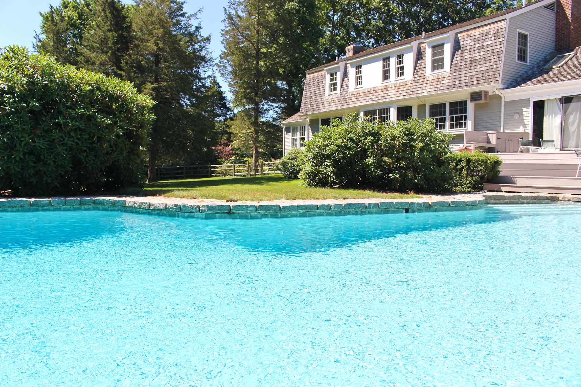 Homes with swimming pool for sale in danbury ct find and for Houses for sale pool