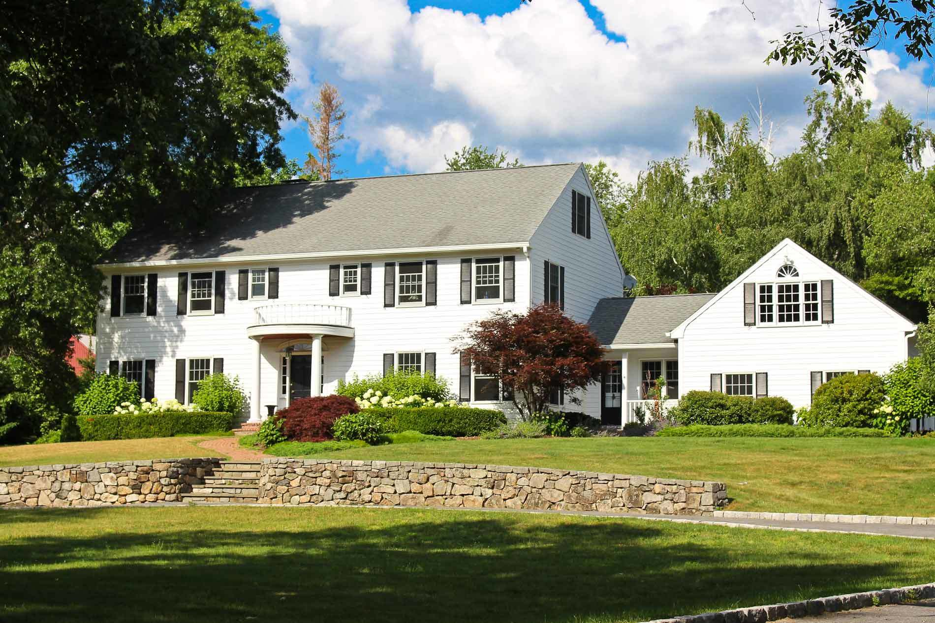 Colonial homes for sale in darien ct find and buy the for Colonial home builders