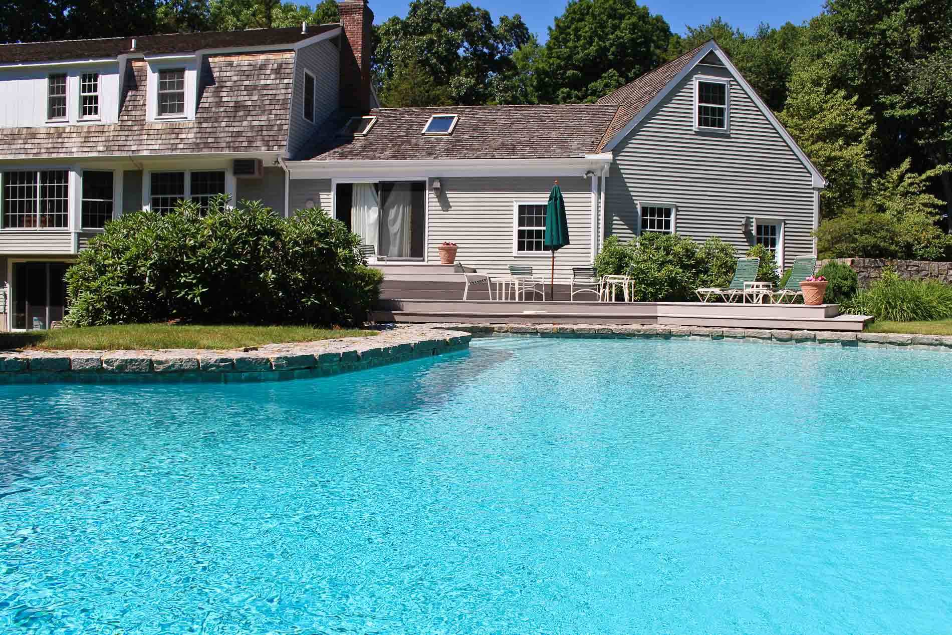 Homes with swimming pool for sale in darien ct find and for Houses for sale pool