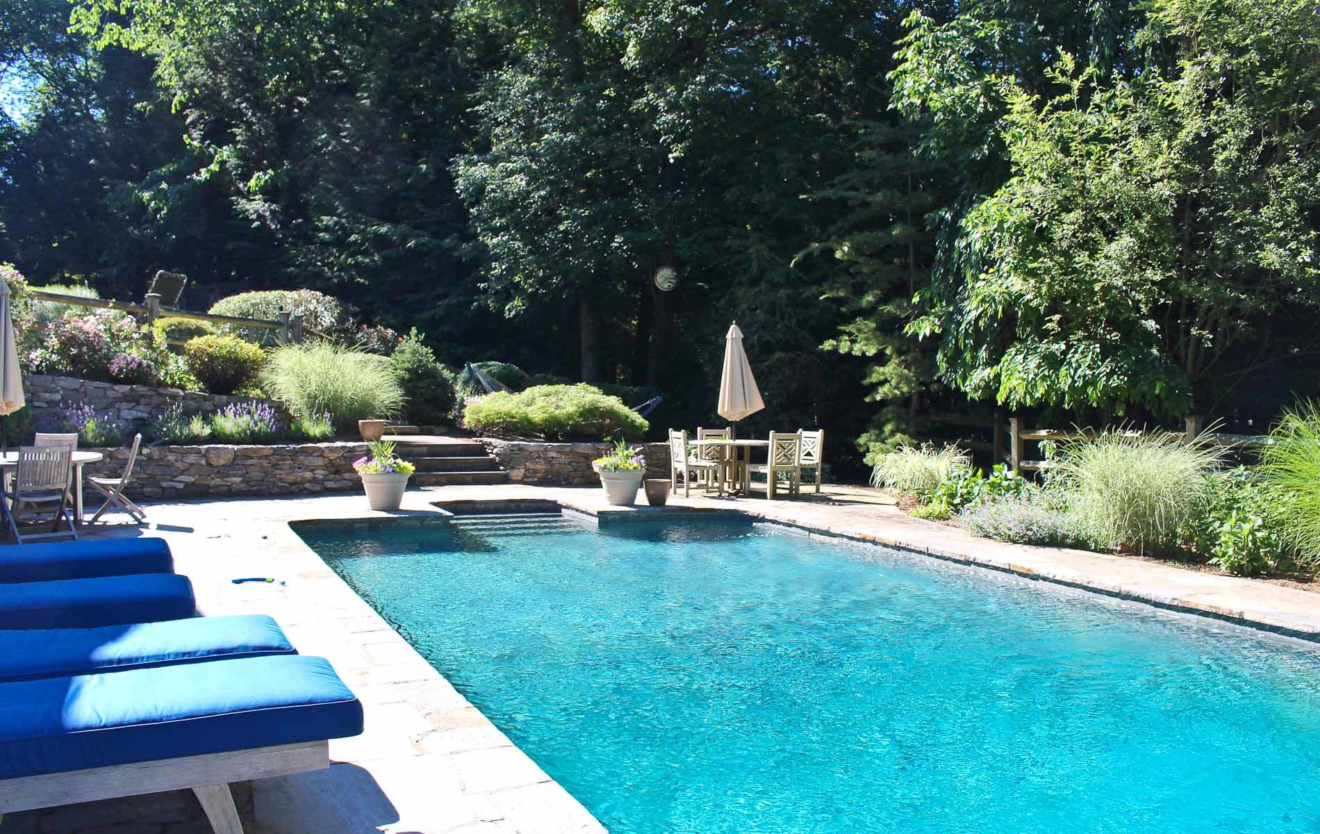 Homes with swimming pool for sale in new fairfield ct for Houses for sale pool
