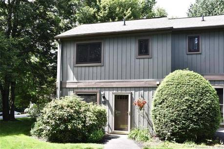 Condo Home Sold in Brookfield CT 06804.  townhouse near waterfront with swimming pool.