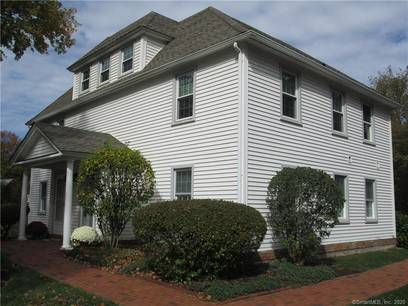 Condo Home Sold in Danbury CT 06811. Ranch townhouse near waterfront with swimming pool and 1 car garage.