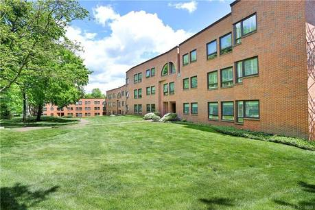 Condo Home Sold in Greenwich CT 06830.  house near waterfront with 2 car garage.