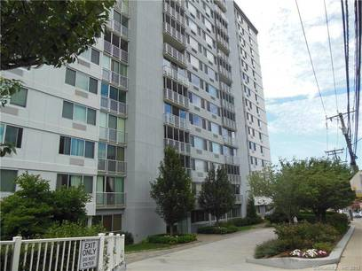 Condo Home Sold in Stamford CT 06902. Ranch house near waterfront with swimming pool and 1 car garage.