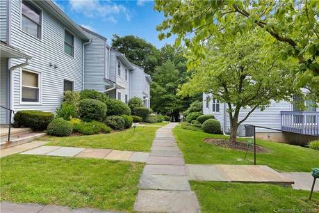 Condo Home Sold in Norwalk CT 06851. Ranch house near waterfront with 1 car garage.