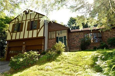 Single Family Home Sold in Newtown CT 06482.  house near waterfront with 2 car garage.