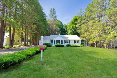 Single Family Home Sold in Newtown CT 06470. Ranch house near waterfront with 1 car garage.