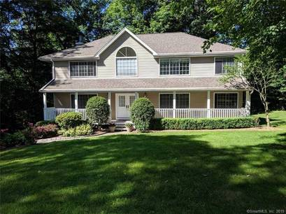 Single Family Home For Rent in Norwalk CT 06850. Colonial house near beach side waterfront with 3 car garage.