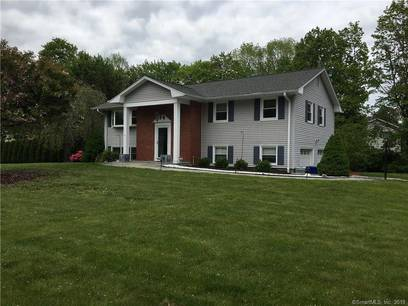 Single Family Home For Rent in Norwalk CT 06854. Ranch house near beach side waterfront with 2 car garage.