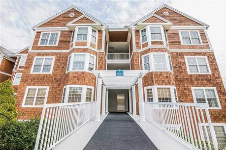 Condo Home Sold in Danbury CT 06811. Ranch house near lake side waterfront.