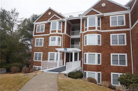Condo Home For Rent in Danbury CT 06811. Ranch house near lake side waterfront.