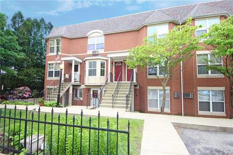 Condo Home Sold in Danbury CT 06810.  townhouse near beach side waterfront.