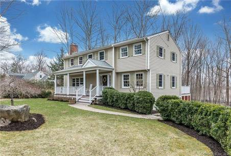 Single Family Home Sold in Ridgefield CT 06877. Colonial house near waterfront with 1 car garage.