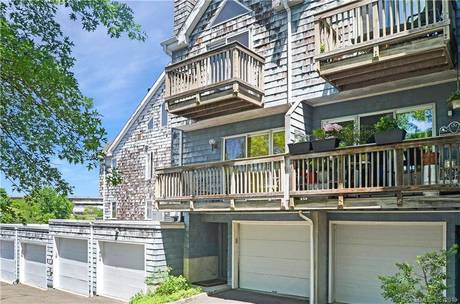 Foreclosure: Condo Home Sold in Norwalk CT 06855.  townhouse near waterfront with 1 car garage.