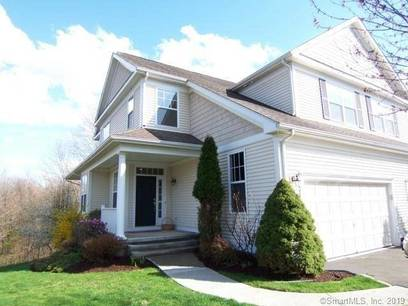 Condo Home For Sale in Danbury CT 06810.  townhouse near waterfront with swimming pool and 2 car garage.