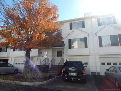 Condo Home For Rent in Danbury CT 06810.  townhouse near waterfront with 1 car garage.