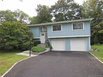 Single Family Home For Rent in Greenwich CT 06878. Ranch house near lake side waterfront with 2 car garage.