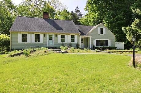 Single Family Home For Rent in Westport CT 06880.  cape cod, farm house near beach side waterfront with 3 car garage.