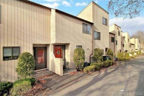 Condo Home For Sale in Stamford CT 06906.  townhouse near beach side waterfront with swimming pool.