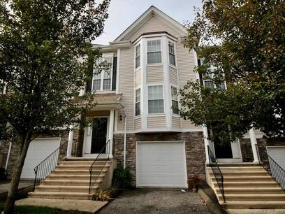 Condo Home For Sale in Danbury CT 06810.  townhouse near waterfront with 1 car garage.