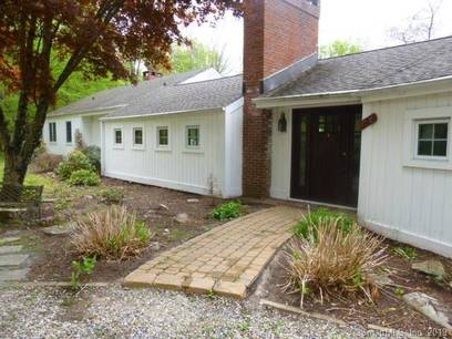 Foreclosure: Single Family Home Sold in Redding CT 06896. Ranch house near waterfront.