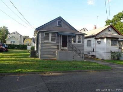 Foreclosure: Single Family Home Sold in Stamford CT 06902. Old ranch cape cod house near waterfront with 1 car garage.