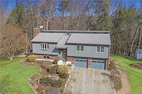 Single Family Home Sold in Shelton CT 06484. Contemporary, ranch house near waterfront with 2 car garage.