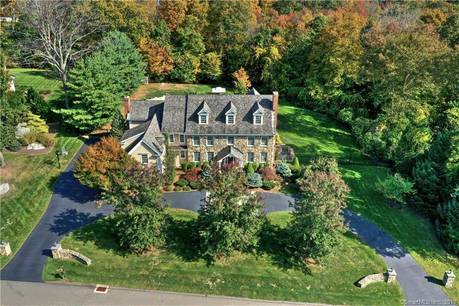 Mansion Sold in Trumbull CT 06611. Big colonial house near waterfront with swimming pool and 3 car garage.