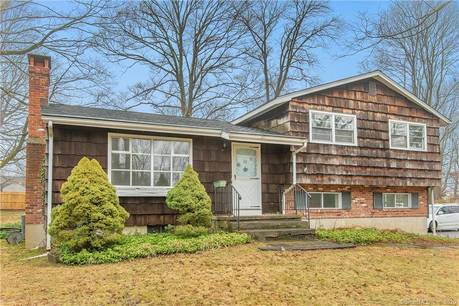 Single Family Home Sold in Ridgefield CT 06877.  house near waterfront with 1 car garage.