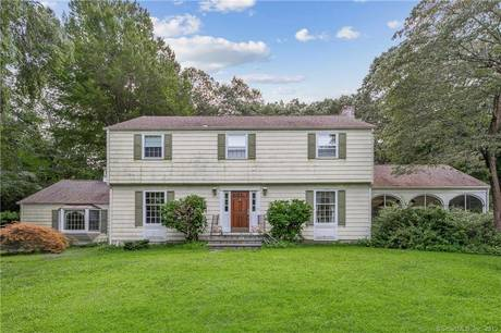 Single Family Home For Sale in Norwalk CT 06850. Colonial house near waterfront.