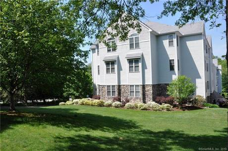 Condo Home Sold in Norwalk CT 06854. Ranch house near beach side waterfront with 2 car garage.