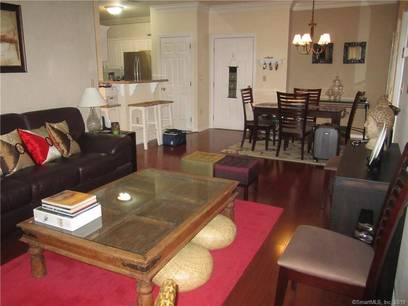 Condo Home For Rent in Norwalk CT 06854. Ranch house near beach side waterfront with 1 car garage.