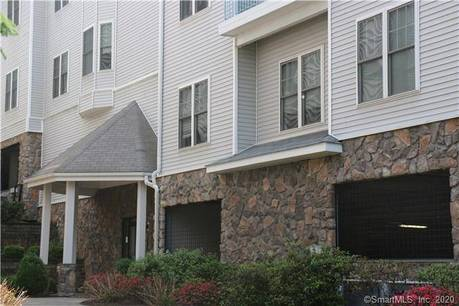 Condo Home For Rent in Norwalk CT 06854. Ranch house near beach side waterfront with 2 car garage.