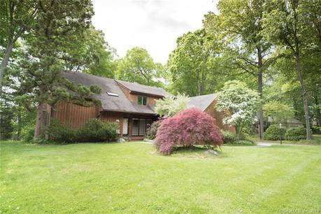 Single Family Home Sold in Fairfield CT 06825. Contemporary, colonial house near beach side waterfront with 2 car garage.