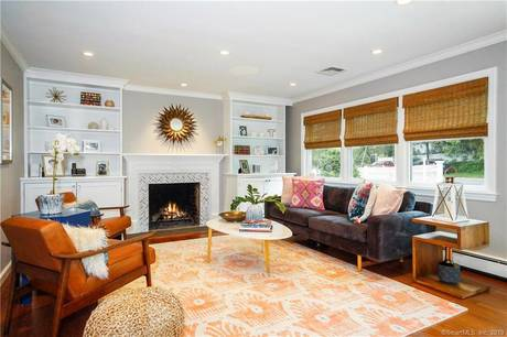 Single Family Home Sold in Darien CT 06820. Ranch house near beach side waterfront with 1 car garage.