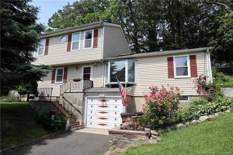 Single Family Home Sold in Stamford CT 06906. Colonial cape cod house near waterfront with 1 car garage.