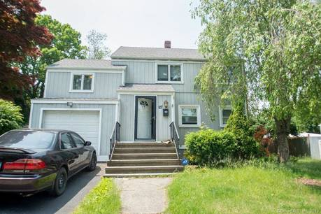 Single Family Home Sold in Stratford CT 06614. Colonial house near waterfront with 1 car garage.