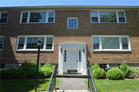 Condo Home For Sale in New Canaan CT 06840.  house near waterfront with swimming pool.