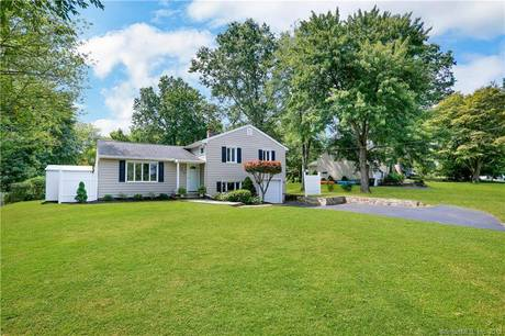 Single Family Home Sold in Fairfield CT 06825.  house near beach side waterfront with 1 car garage.