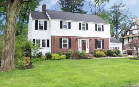 Single Family Home Sold in Stamford CT 06906. Colonial house near waterfront with 1 car garage.