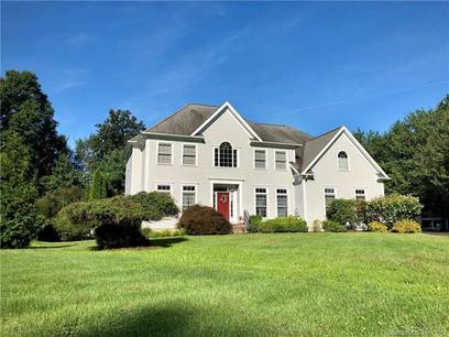 Single Family Home Sold in Norwalk CT 06851. Colonial house near beach side waterfront with swimming pool and 2 car garage.
