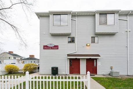 Foreclosure: Condo Home Sold in Stamford CT 06902.  townhouse near waterfront with 2 car garage.