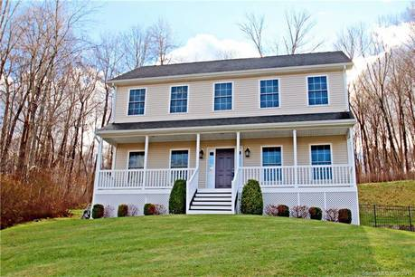 Single Family Home For Rent in Shelton CT 06484. Colonial house near waterfront with 2 car garage.