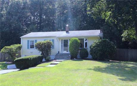 Single Family Home Sold in Norwalk CT 06850. Ranch house near beach side waterfront with 1 car garage.