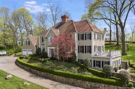 Short Sale: Single Family Home Sold in Darien CT 06820. Colonial house near waterfront with 2 car garage.