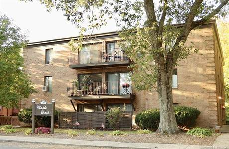 Condo Home Sold in Stamford CT 06906. Ranch house near river side waterfront.