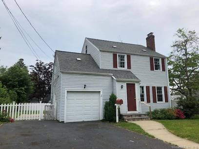 Foreclosure: Single Family Home Sold in Stratford CT 06614. Colonial house near waterfront with 1 car garage.