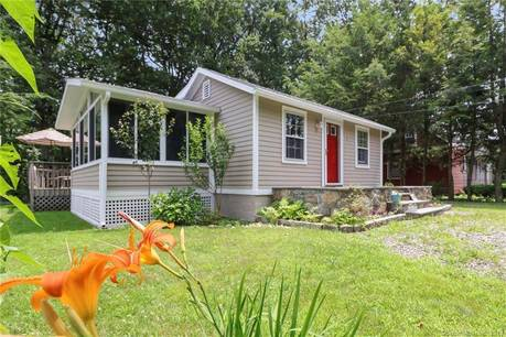 Single Family Home Sold in Norwalk CT 06850.  cottage house near waterfront with 1 car garage.