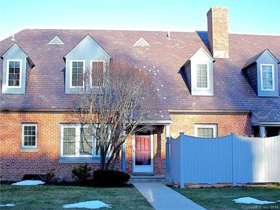 Condo Home For Rent in Fairfield CT 06825. Old colonial townhouse near beach side waterfront with swimming pool and 1 car garage.