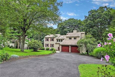Single Family Home Sold in Trumbull CT 06611. Contemporary house near waterfront with 2 car garage.